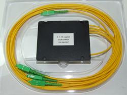 Делитель оптический корпусный single window 1х 3 (1550nm) c разъемами SC/APC